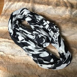 Black and White Flower Pattern Infinity Scarf